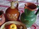 Alte Stoffe und Keramik